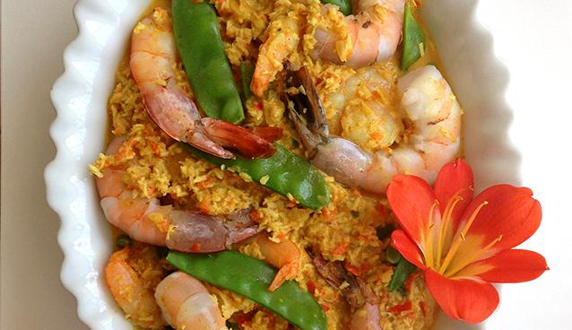 Quick, easy Paleo weeeknight dinner recipe: Coconut Shrimp Curry - GrokGrub.com