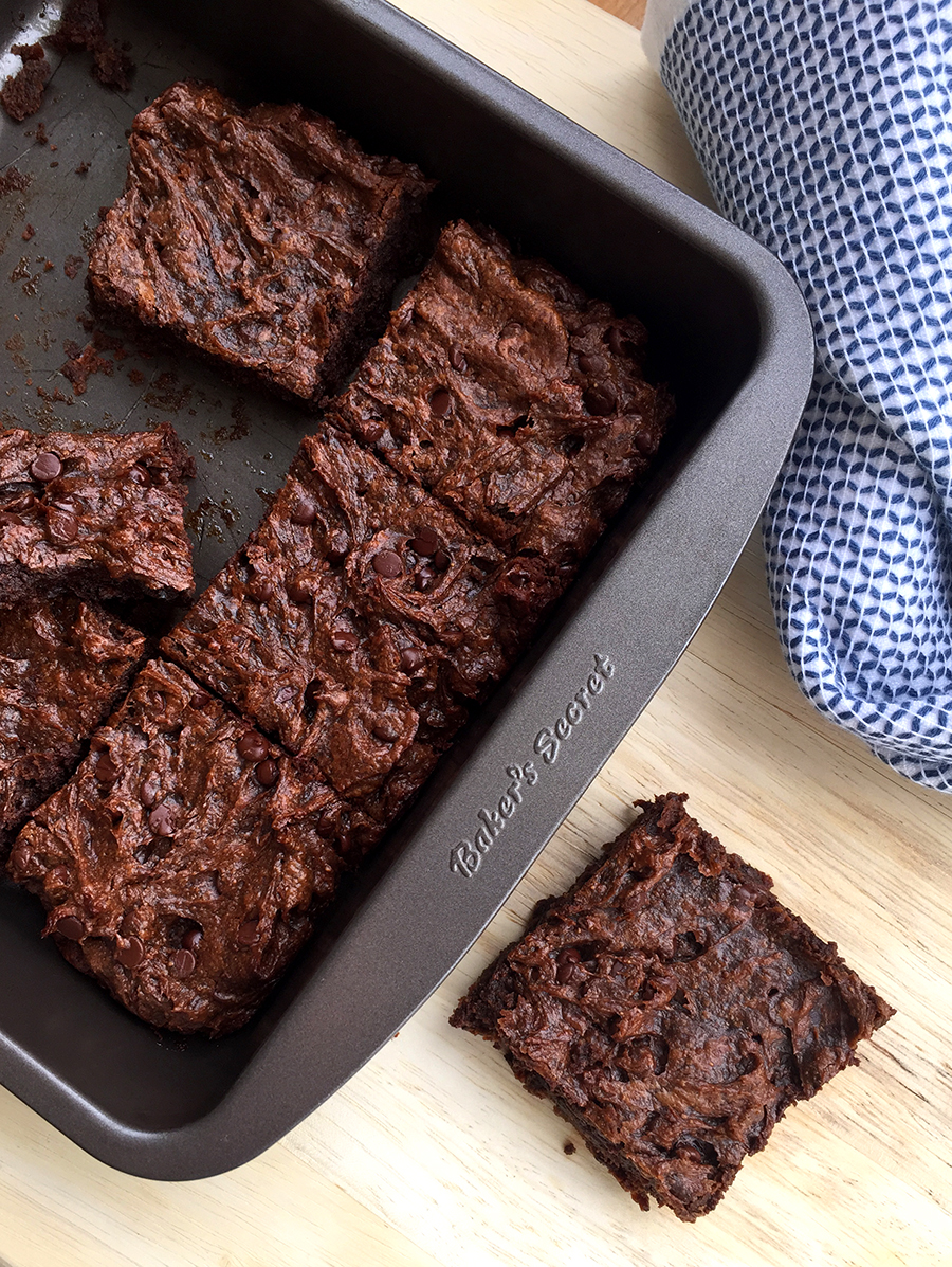 Flourless Brownies (made with almond butter and avocado!) #vegan #paleo #glutenfree   GrokGrub.com