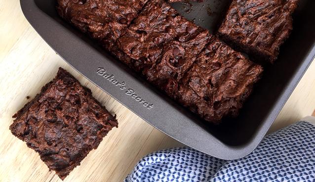 Flourless Brownies (made with almond butter and avocado!) #vegan #paleo #glutenfree | GrokGrub.com