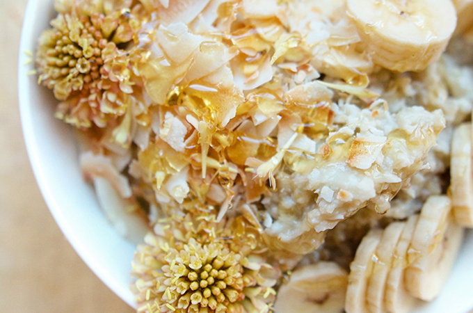 "This Banana Cream Pie ""N'Oatmeal"" (that's NOT OATMEAL) is a fruit-sweetened, creamy coconut breakfast alternative to cereal. Click to get the recipe!"