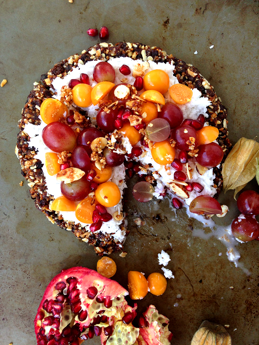 Fruity Breakfast Pizza (paleo, vegan, raw) | GrokGrub.com