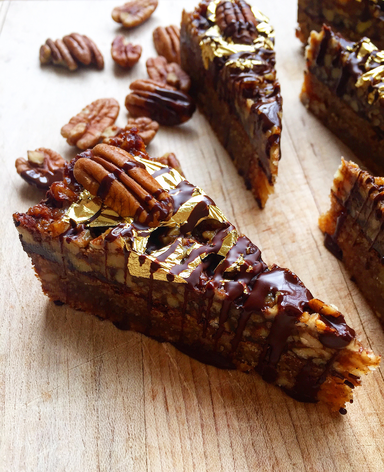 These decadent Brown Butter Chocolate Pecan Bars are richly flavored thanks to an old culinary trick: brown butter. Click to read the recipe or pin to save for later!   Fresh Planet Flavor
